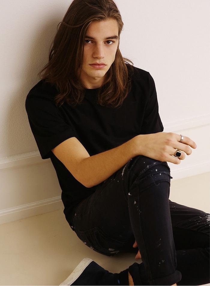 cheveux long homme coupe raide style rock grunge comme kurt cobain