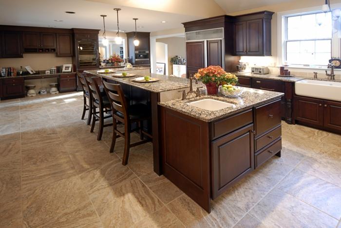 comptoir de travail, table et évier, ilot de cuisine multifonctionnel, bois et pierre, carrelage beige