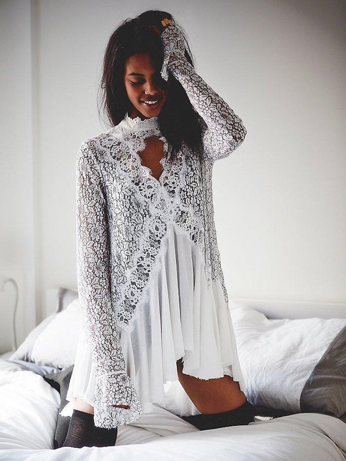 Comment être une femme bien habillée le style bohème chic comment porter une robe bohème blanche avec manches longues dentelle