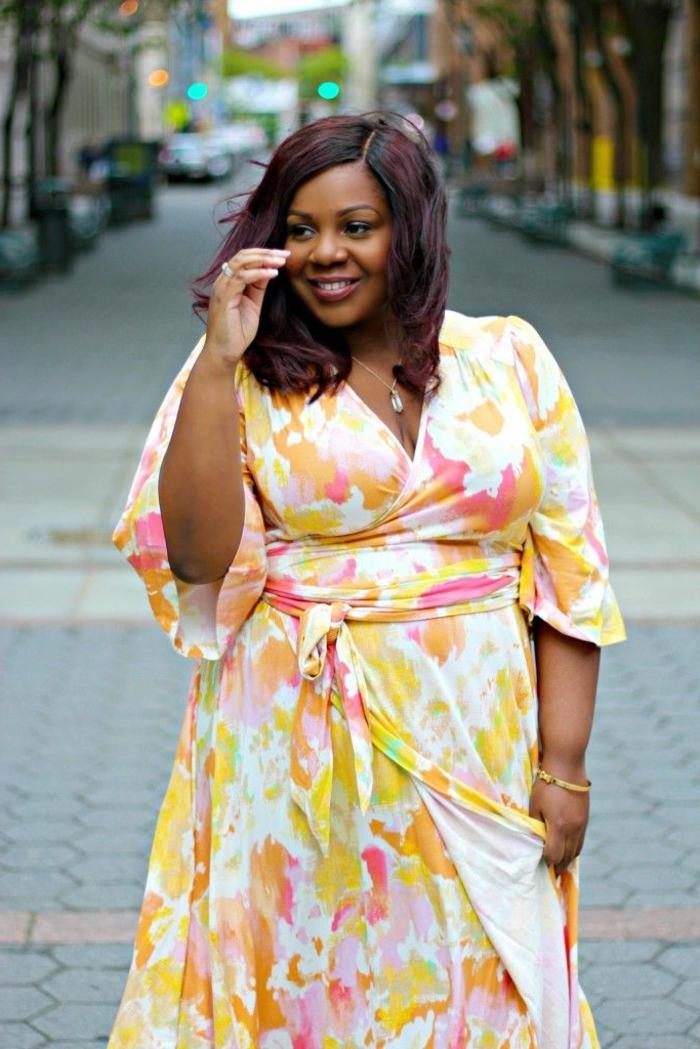 robe florale jaune, vetement femme grande taille, manches fluides, décolleté triangulaire
