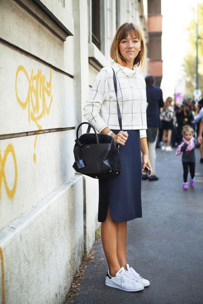 Tenue avec basket tenue feminine confortable idée comment s habiller avec basket blanche tenue vintage jupe et basket