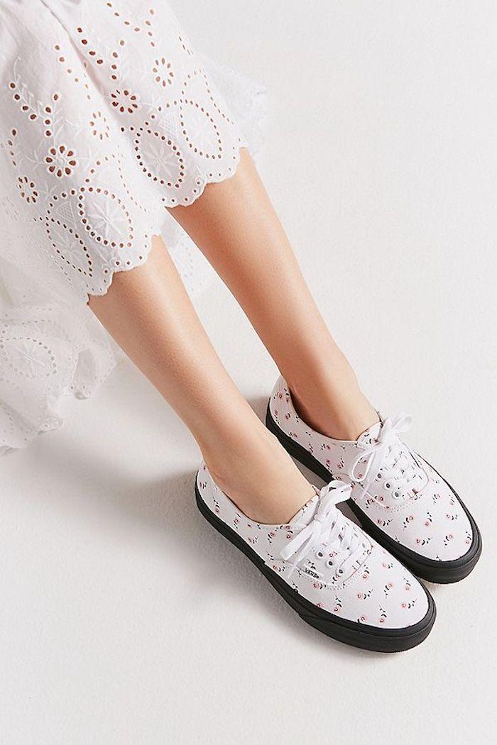 Nouveauté basket femme idée basket tendance femme chouette idée baskets fleuries imprimé moderne jupe dentelle