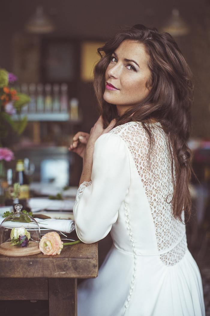 Idée comment adopter la robe bohème blanche robe d'été idée tenue de mariage bohème chic robe longue manche longue
