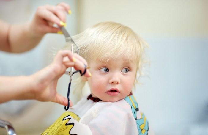 Adorable photo de bébé coupe des cheveux bébé coupe de cheveux petit enfant 1 an cheveux petite fille coiffure simple