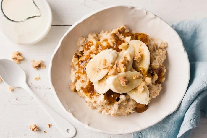 que manger pour un petit déjeuner healthy, recette de porridge traditionnel riche en fibres