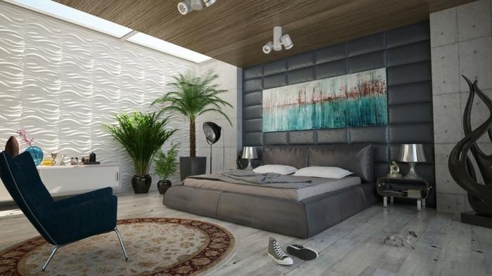 lit et tête de lit gris, chaise noire, tapis rond, sol en planches de bois, revêtement mural panneaux blancs