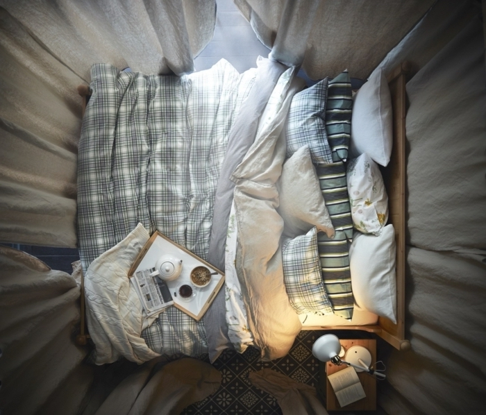 Adulte chambre à coucher moderne à choisir pour votre appartement originale déco rideaux longs lit photo de haut