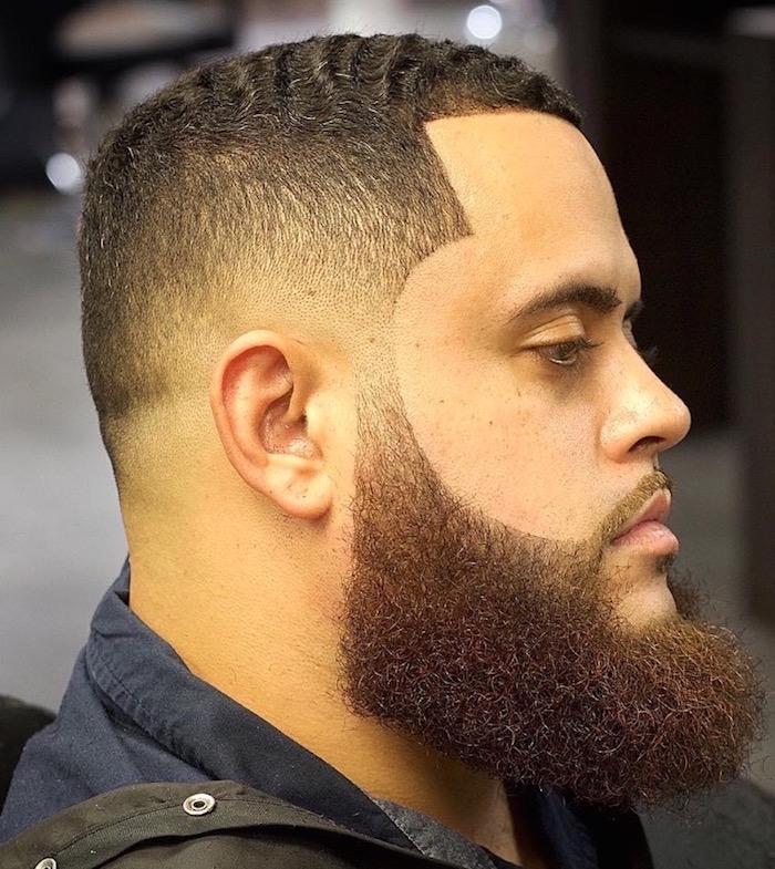 grosse barbe épaisse et longue en dégradé avec coiffure en dégradé