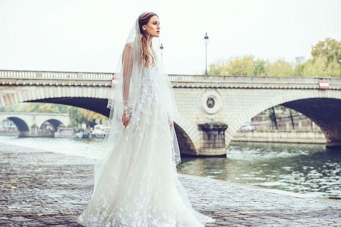 Femme beauté mariage robe de mariée simple et chic robe de marie dentelle robe de merveille blanche photo a paris