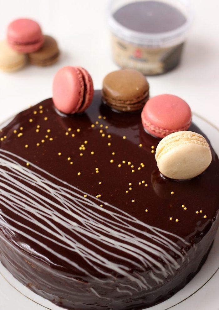 Gateau au chocolat anniversaire mercotte gateau au chocolat d'anniversaire décoration ganache et macarons