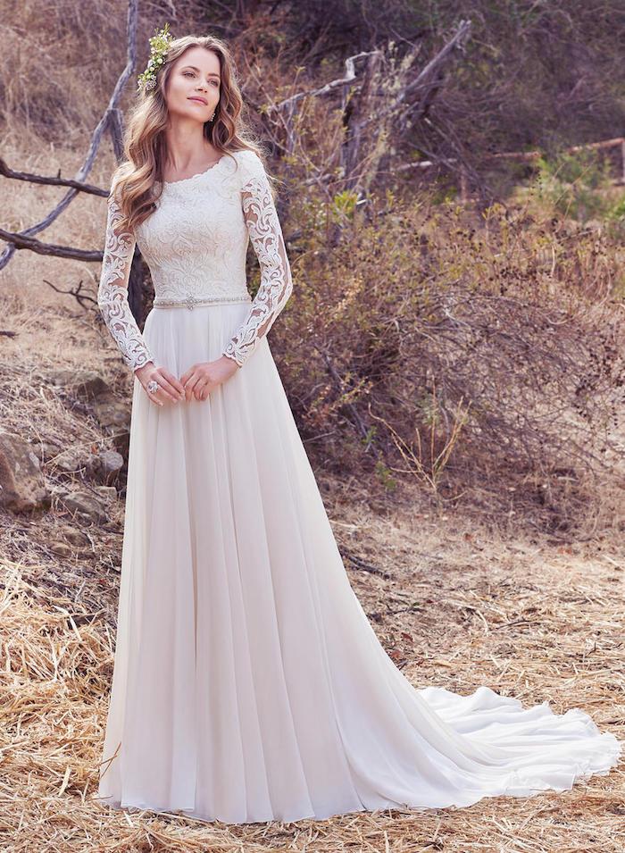 robe mariée dentelle avec manches en dentelle et une jupe longue avec traine, ceinture décorée de pierres