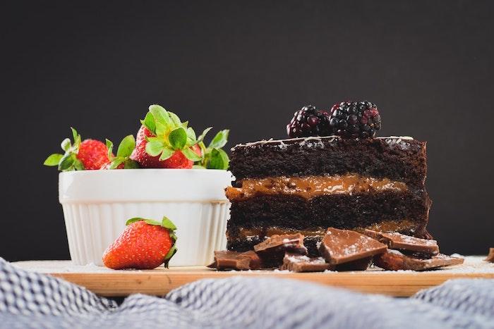 Le gateau au chocolat fondant chouette gateau fondant au chocolat caramel et fruits rouges