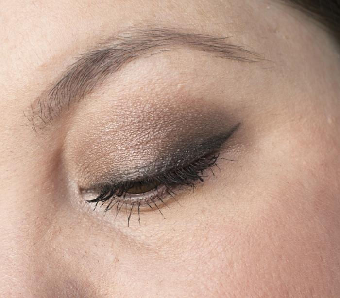 fard à paupière perlé, crayon à yeux gris, joli maquillage simple, idées pour le maquillage élégant