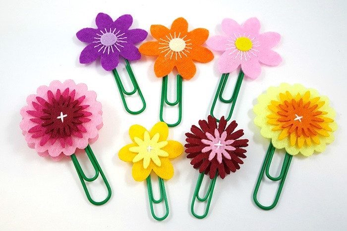 idée de marque page originale en fleur en feutrine sur trombone, cadeau original fete des meres facile a faire