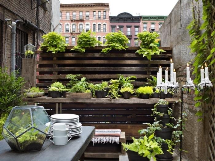 idée potager palette ou bois massif pour faire un mini jardin avec légumes et herbes sur terrasse ou balcon