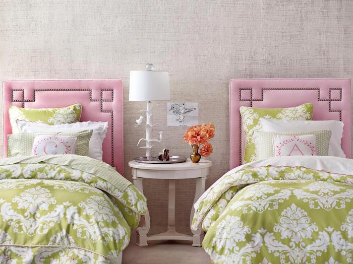 chambre double pour petites filles jumelles avec lit jumeaux roses et verts