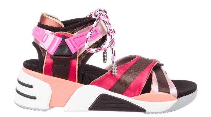 exemple de chaussure marque pour femme à design sandales plateformes avec lacets de couleur blanc noir avec accents rouge et rose cuivré