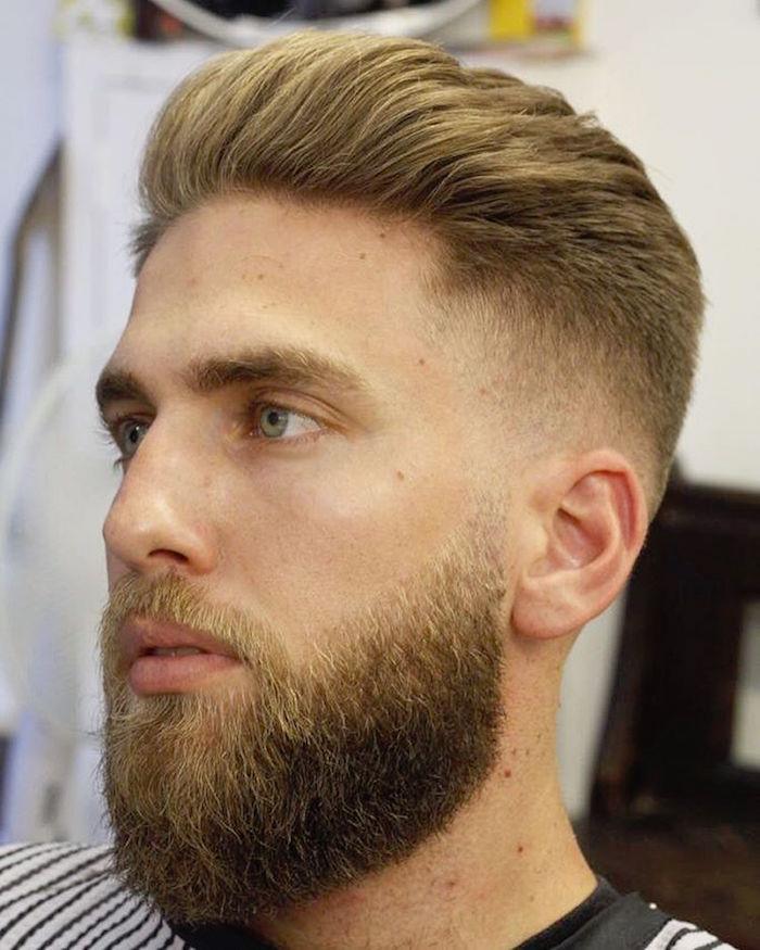 modele de barbe blonde mi longue sur le cou pour homme hipster