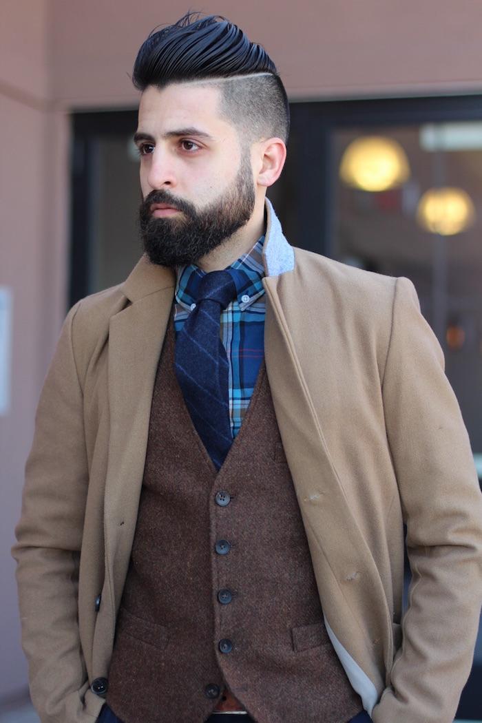 photo homme hipster en costume avec degrade barbe homme et coiffure long dessus court sur le coté