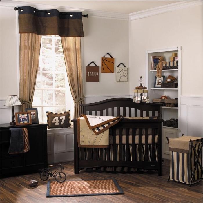 exemple de déco chambre bébé aux murs blancs et mobilier de bois noir foncé, idée organisation espace nouveau-né