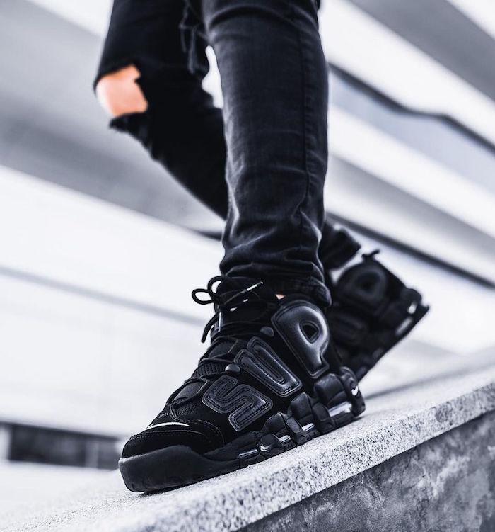 photo des chaussures sneakers Nike Air More Uptempo Supreme édition limitée noir