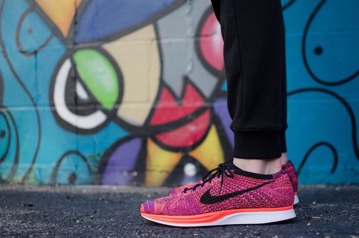 Basket blanche plateforme les tendances de la mode printemps ete baskets rose nike moderne chaussure sport tenue