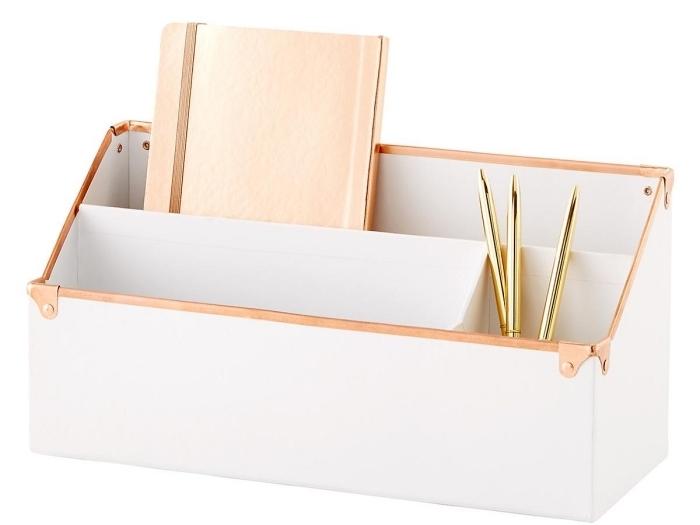 surprendre sa maman avec un organisateur de bureau à design blanc et rose gold pour mieux organiser son bureau de travail