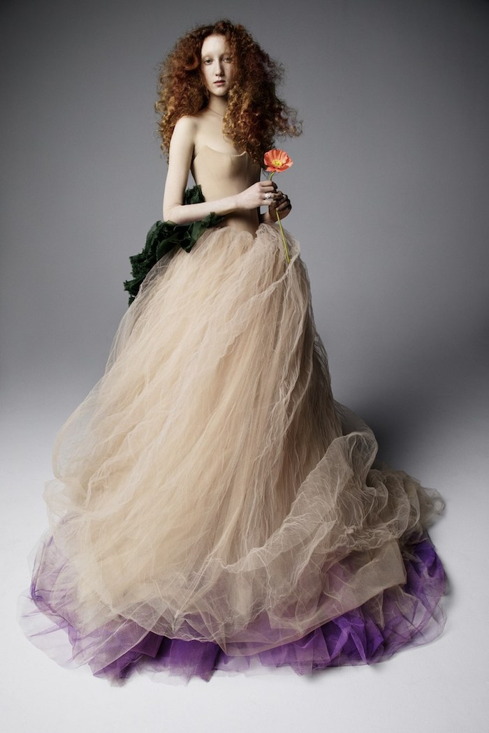 Belle robe de mariée moderne robe mariée originale coloré ou avec detail à couleur originale robe