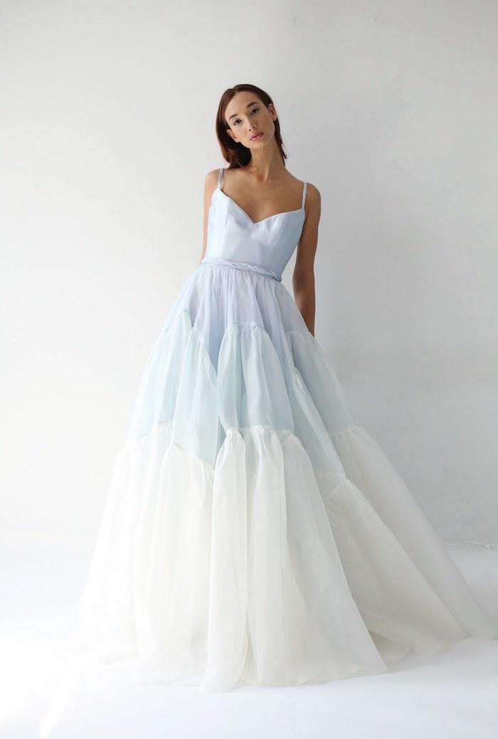Mariage photo robe de mariée chic idée robe de mariage chic et romantique femme habillée robe de mariée bleu et blanche