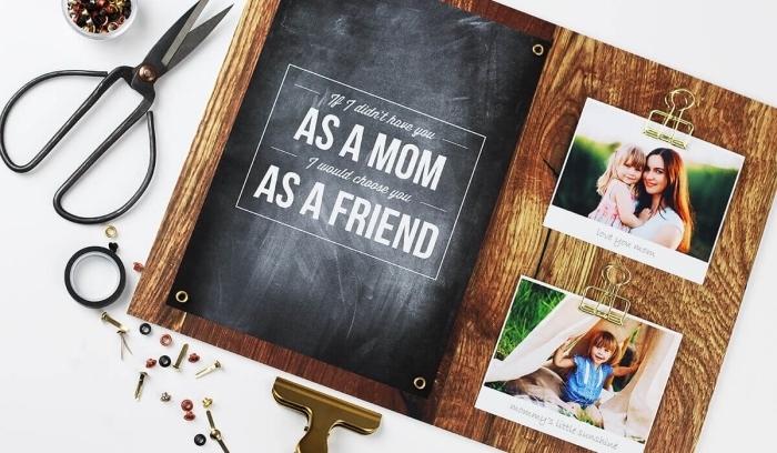 planchette de bois avec peinture ardoise et photos pour un cadeau fête des mères à fabriquer facilement
