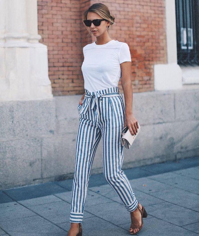 La tenue de bapteme femme habillés de manière décente et stylée tee shirt blanche pantalon rayé