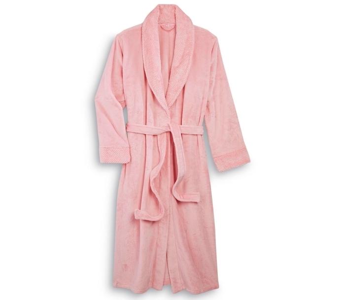 modèle de peignoir éponge de couleur rose pâle comme un exemple de cadeau superbe pour maman