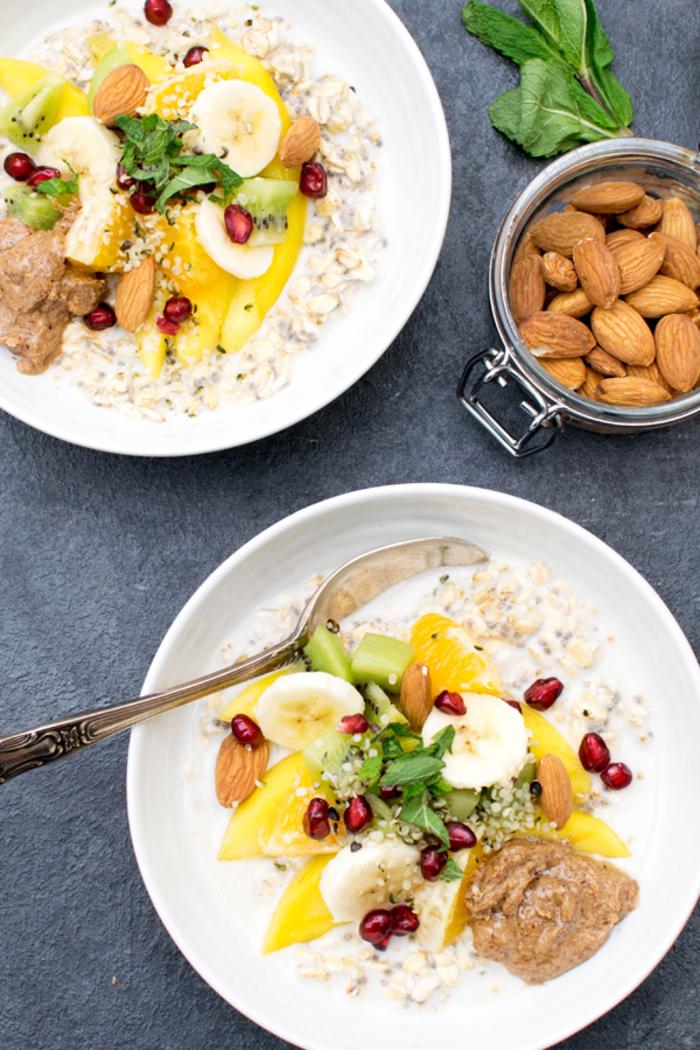 recette de porridge à la mangue, banane et amande idéal pour un petit déjeuner régime vegan sain