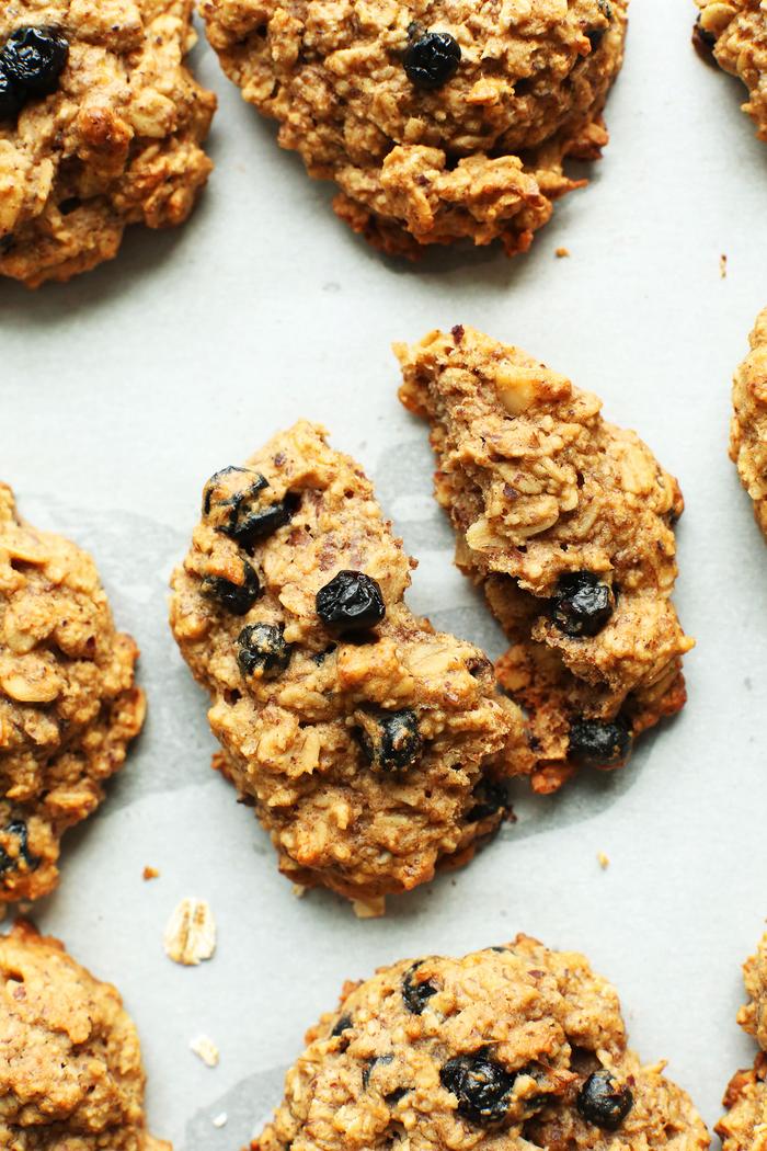des biscuits aux flocons d'avoin et myrtilles en version petit déjeuner régime minceur sans sucre ajouté