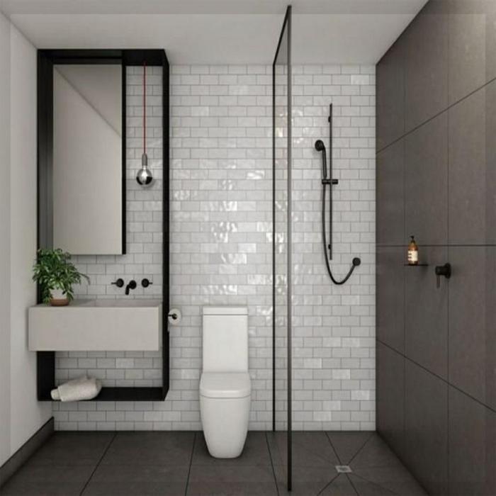 salle de bain gris et blanc design avec carrelage mural et douche au sol avec séparateur