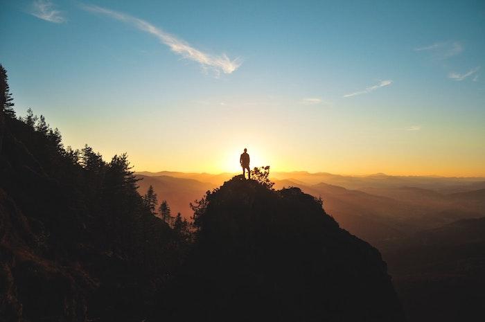Fond d'écran pour fille fond d'écran girly stylée idée de photo pour arrière plan nature photo montagnes au coucher du soleil