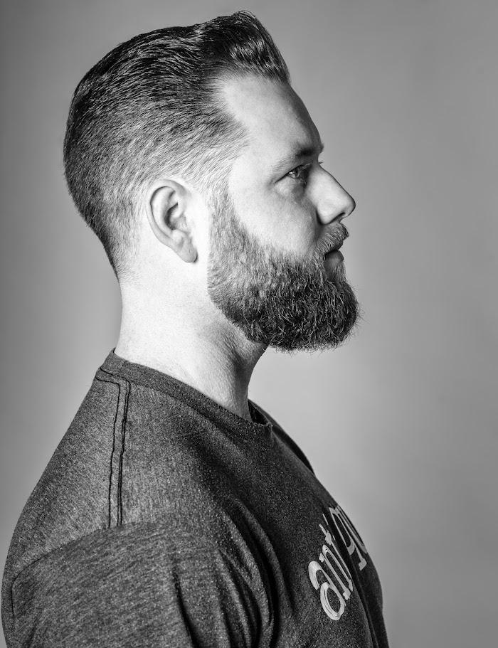 modele barbe sculptée en dégradé sur les cotés avec coupe mode en fondu progressif