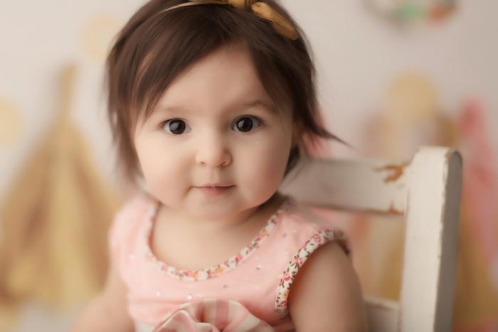 Cheveux de bébé coupe courte frange belle fille coiffure simple photo bébé cheveux courts avec frange à côté