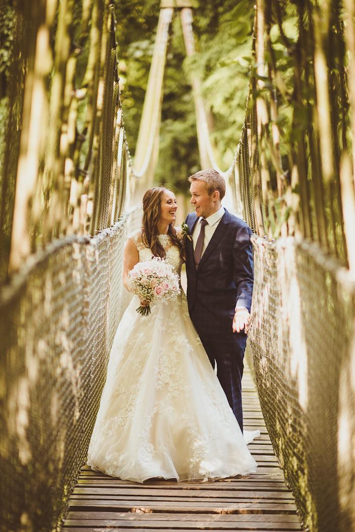 Belle robe de mariée luxe robe mariée 2018 s'habiller bien pour son mariage choisir le style couple mariage photo originale