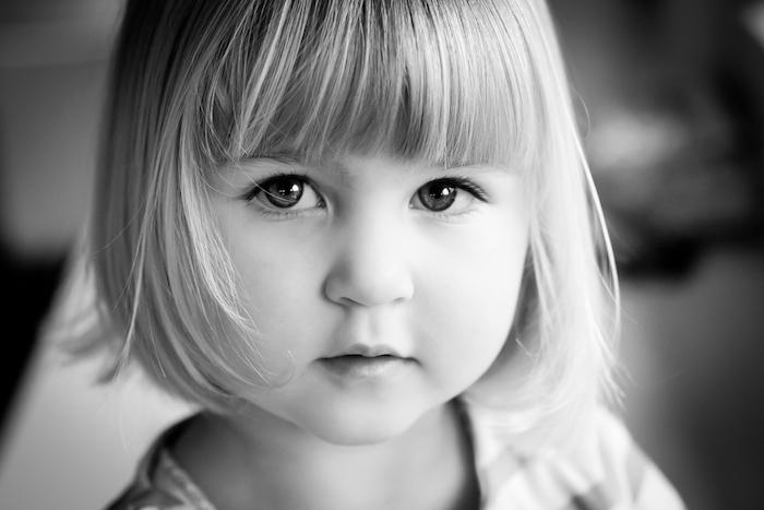 Coiffure facile pour petite fille coupe de cheveux petite fille simple et belle photo fille cheveux courts et frange