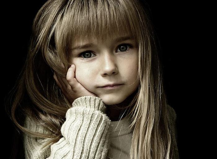 Photo coupe de cheveux petite fille coiffure petite fille adorable frange cheveux longs