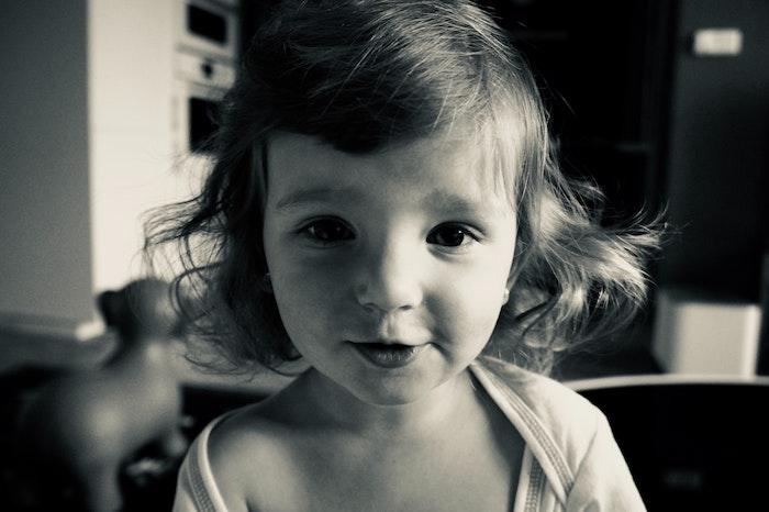 Modele coupe de cheveux pour petite fille coupe de cheveux enfant mignon cheveux bouclés