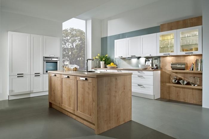 idée comment associer les couleurs dans la déco d'une cuisine contemporaine avec meubles blancs et de bois