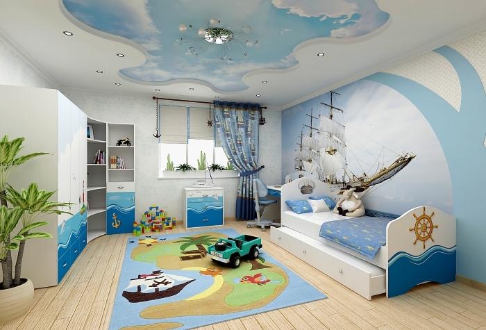 modèle de chambre pour garcon avec plafond suspendu à design ciel et mur avec papier peint trompe l'oeil à design bâteau