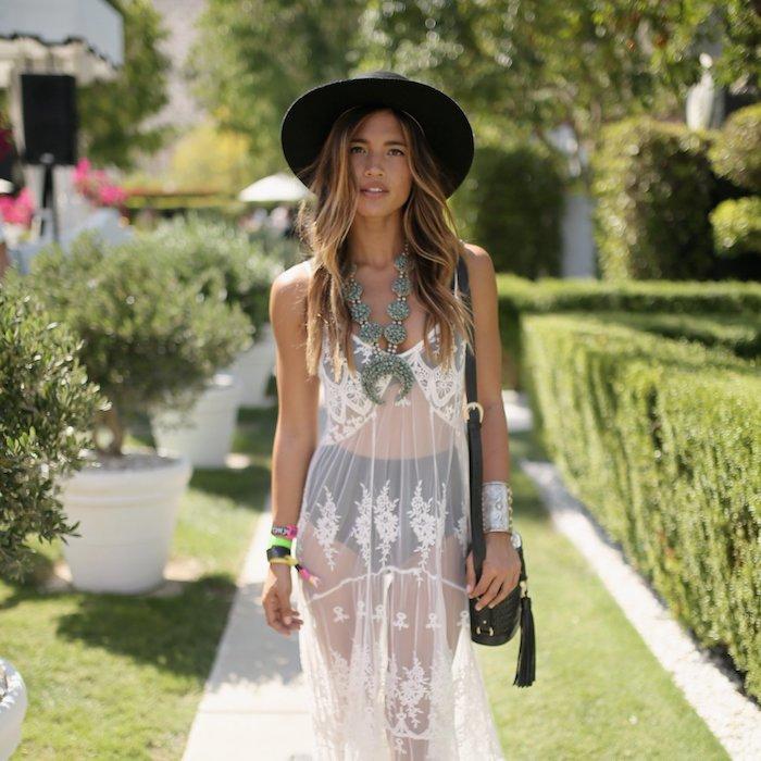 Idée tenue boheme robe blanche femme robe longue boheme chic pour un festival de musique comment s habiller festival musical