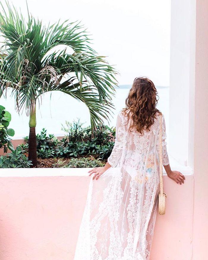 Petite robe blanche tenue blanche femme robe blanche mi longue femme au bord de la mer habillement pour aller à la plage