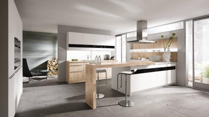 modèle de cuisine grise et blanche aménagée dans esprit moderne avec ilot central et bar en bois clair et chaises en gris métallique