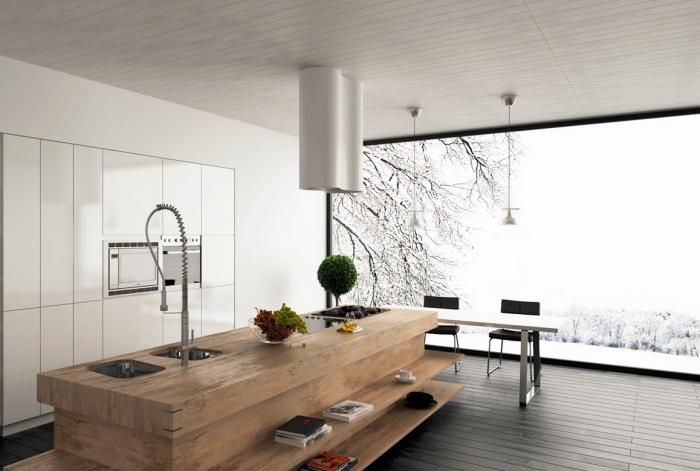 cuisine luxueuse avec meuble ilot central à design traditionnel de bois massif équipé de lavabo en noir mate