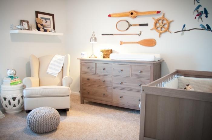 comment aménager une pièce sur le thème marine et rustique avec mobilier et objet décoratifs de bois clair ou foncé