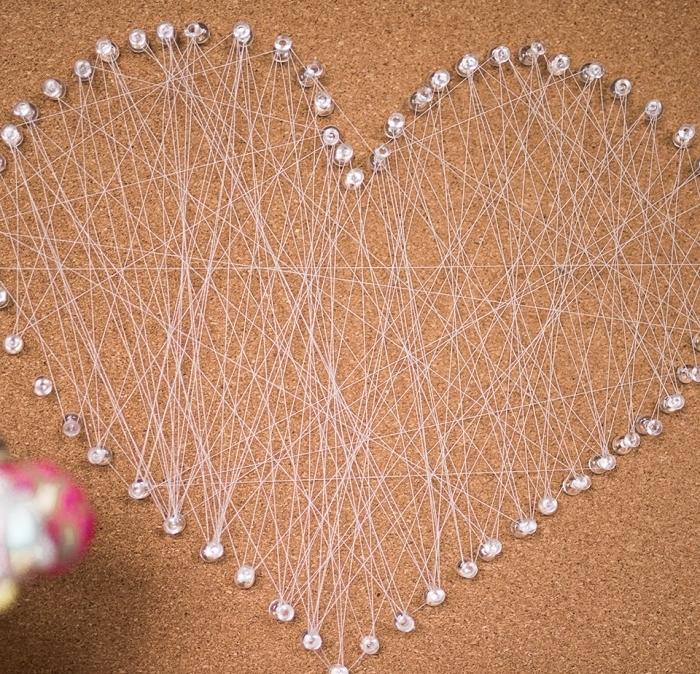 création incroyable à fabriquer soi même avec fil tendu en forme de coeur pour surprendre sa maman